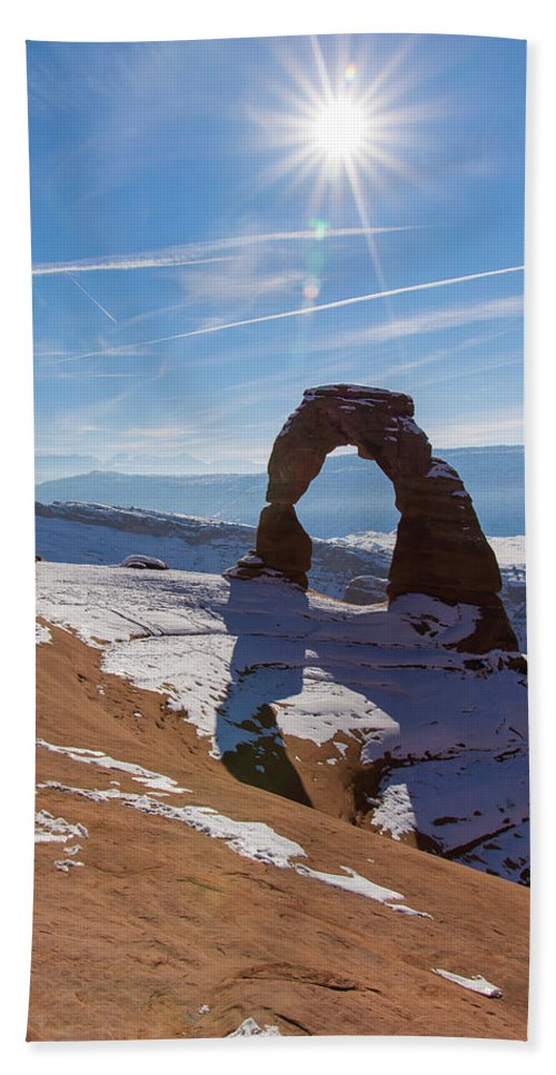 Delicate Arch Bath Towel featuring the photograph Delicate Arch by Robert VanDerWal