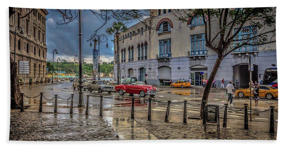 Havana Bath Towel featuring the photograph Havana by Bill Howard