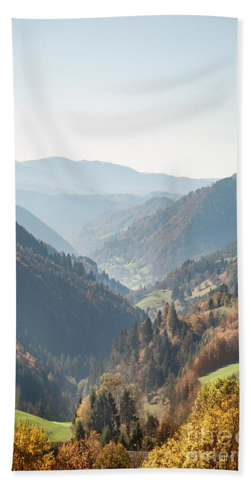 Kremsdorf Bath Towel featuring the photograph Adagio Of The Highlands by Evelina Kremsdorf