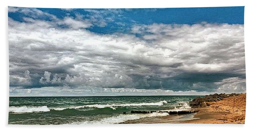 Bath Towel featuring the photograph Beach by Photo Crane