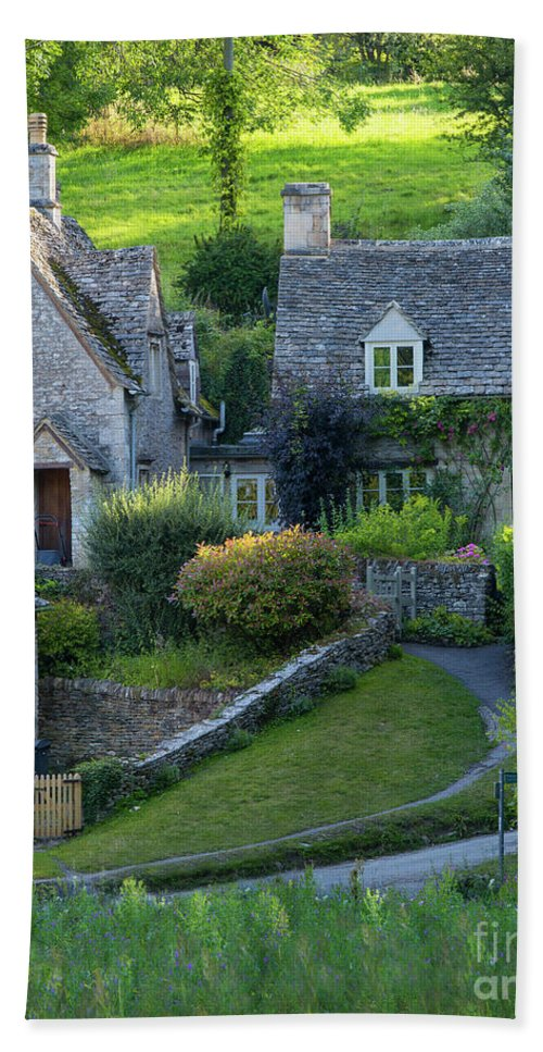 Arlington Row Hand Towel featuring the photograph Bibury Cottages by Brian Jannsen