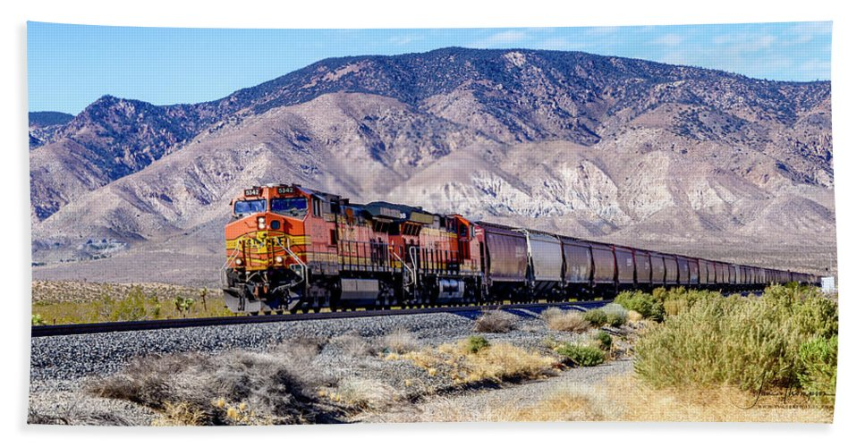 Bnsf5342 Hand Towel featuring the photograph Bnsf5342 by Jim Thompson