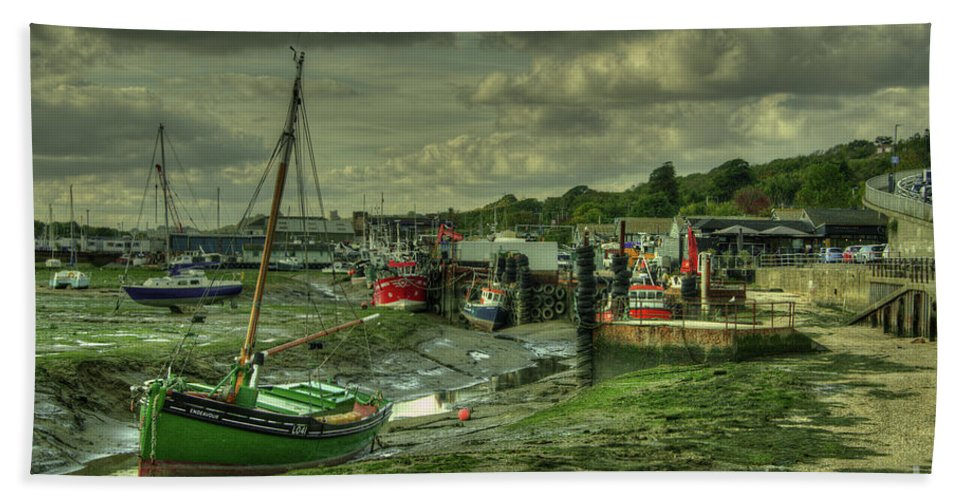 Leigh On Sea Hand Towel featuring the photograph Boats At Leigh On Sea by Rob Hawkins