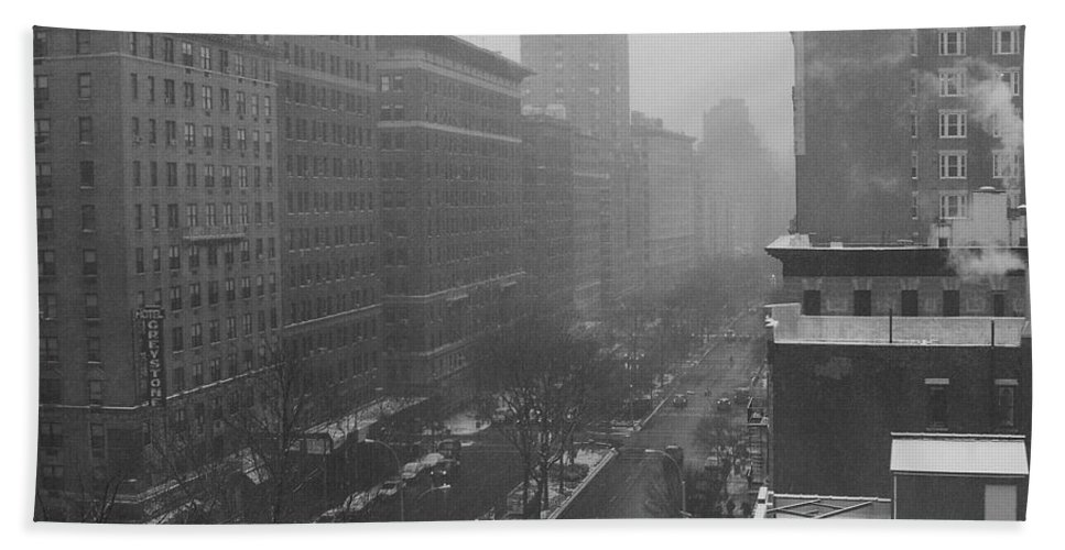 Nyc Bath Towel featuring the photograph Broadway by Charles Quiles