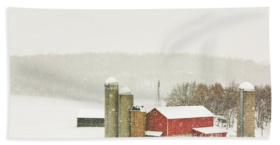 Snowing Bath Towel featuring the photograph Christmas Valley by Todd Klassy