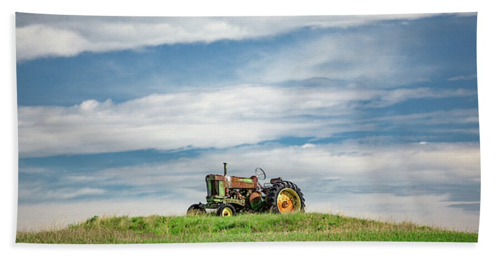 Old Hand Towel featuring the photograph Deere On The Hill by Todd Klassy