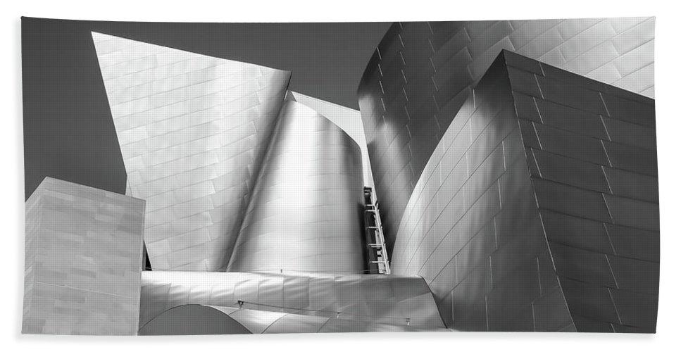 B/w Bath Towel featuring the photograph Disney_concert_hall by Mark Shoolery