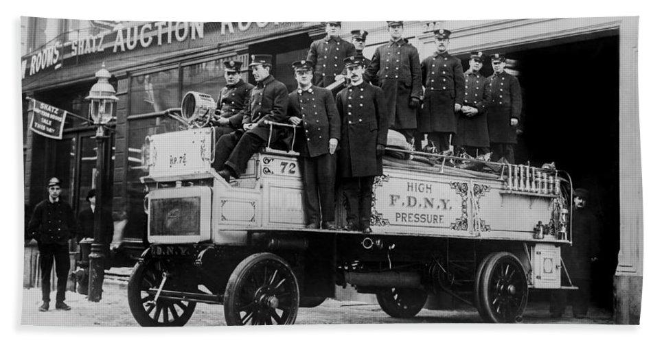 Vintage Fire Wagon Bath Towel featuring the photograph Engine 72 Fdny 1912 by Jon Neidert
