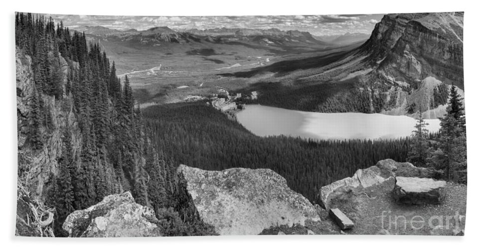 Lake Louise Bath Towel featuring the photograph Lake Louise Little Beehive Panorama Black And White by Adam Jewell