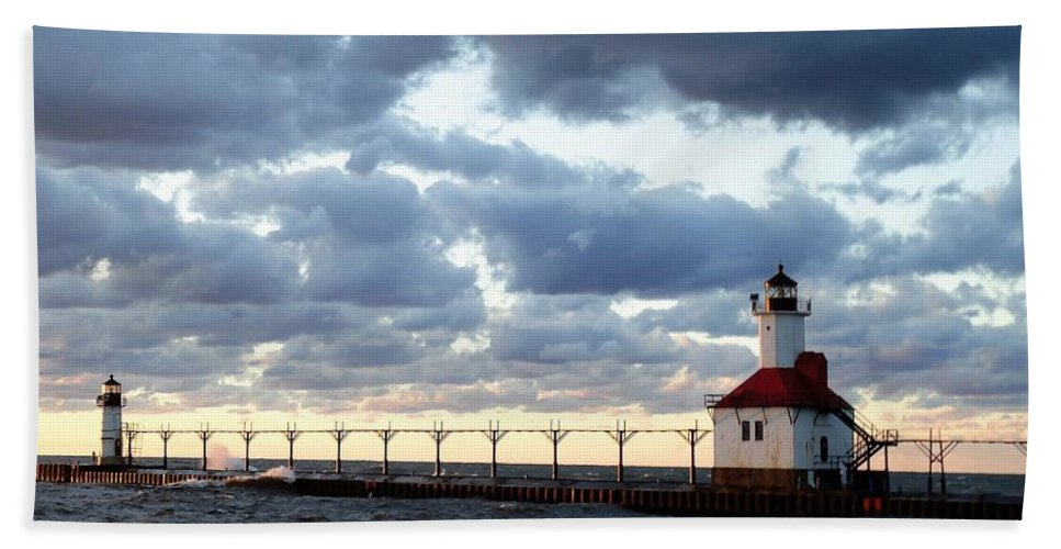 Water Bath Towel featuring the photograph Lake Michigan Lighthouse by Katherine Taibl