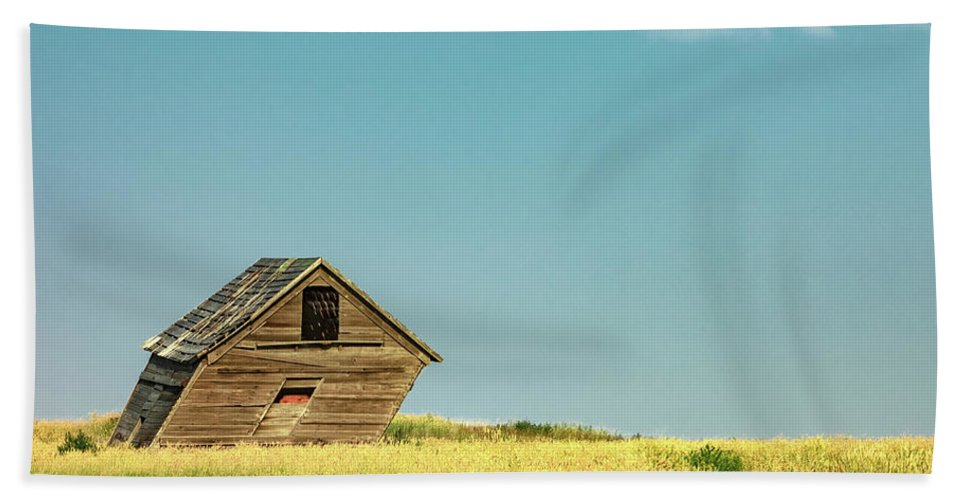 Shed Hand Towel featuring the photograph Leaning Into The Wind by Todd Klassy