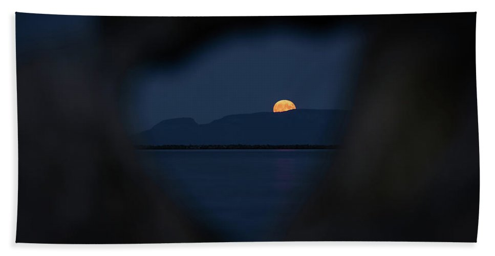 Canada Bath Towel featuring the photograph Moonrise Over The Giant by Jakub Sisak