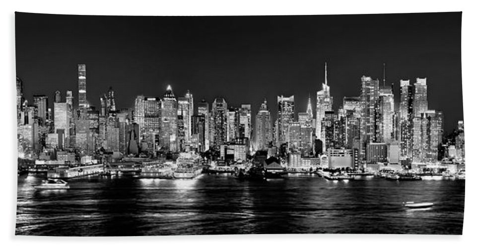New York City Skyline At Night Bath Towel featuring the photograph New York City Nyc Skyline Midtown Manhattan At Night Black And White by Jon Holiday