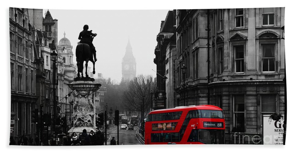 Winter Bath Towel featuring the mixed media On A Cold Winters Day In London by Pretty Places England