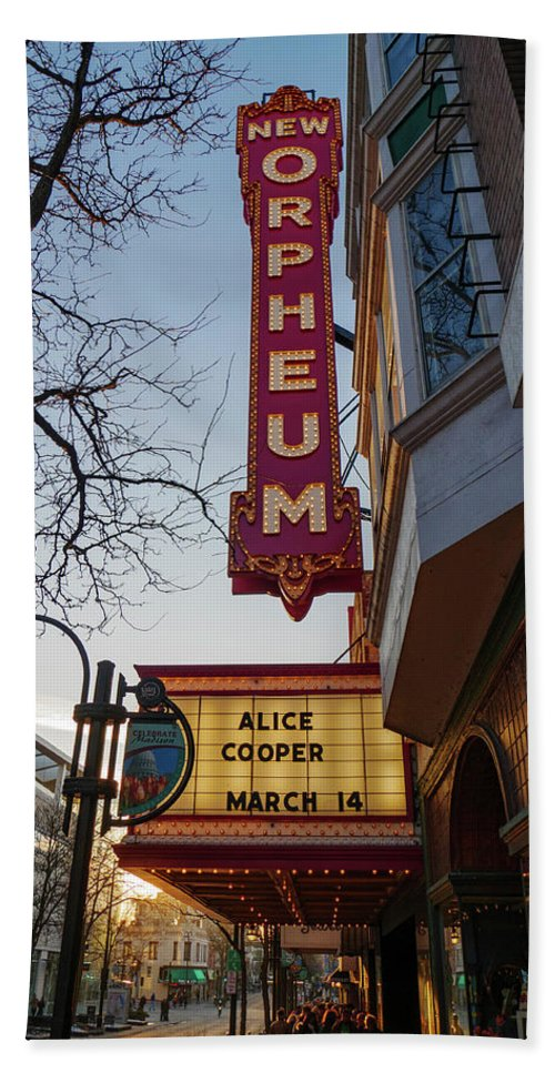 Alice Cooper Bath Towel featuring the photograph Orpheum Theater Madison, Alice Cooper Headlining by Todd Bannor