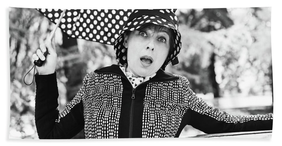 Black And White Bath Towel featuring the photograph Surprise by Paola Baroni