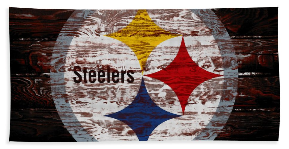 The Pittsburgh Steelers Bath Towel featuring the mixed media The Pittsburgh Steelers 5f by Brian Reaves