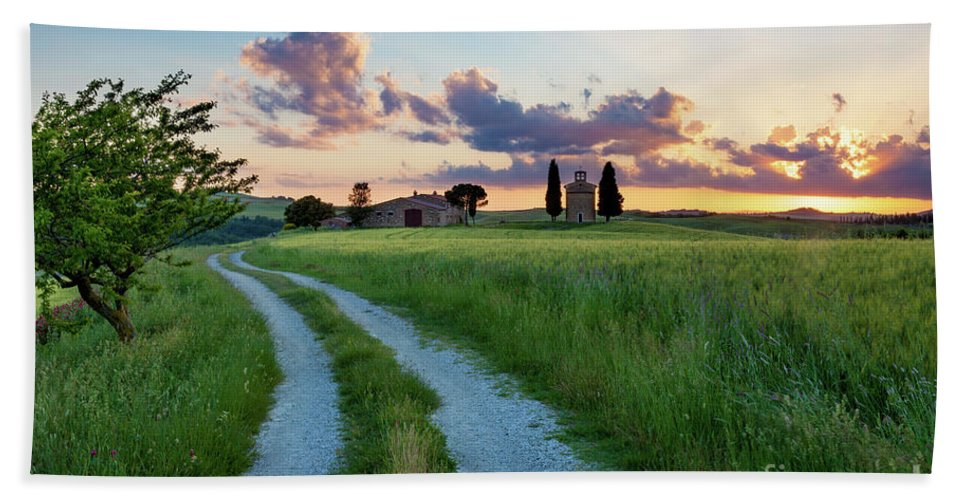Cappella Bath Sheet featuring the photograph Tuscan Sunset by Brian Jannsen
