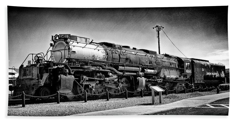Dir-rr-3239-pb Hand Towel featuring the photograph Union Pacific Big Boy In B W by Paul W Faust - Impressions of Light