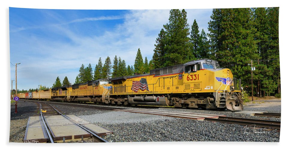 Freight Trains Hand Towel featuring the photograph Up6331 by Jim Thompson