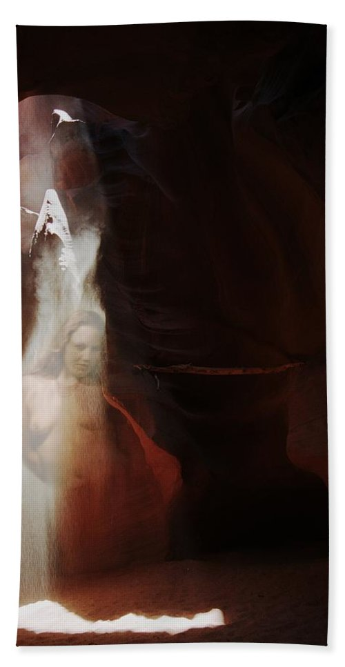 Habenero Bath Towel featuring the photograph Upper Antelope Canyon Sun Shower Nymph by Richard Henne