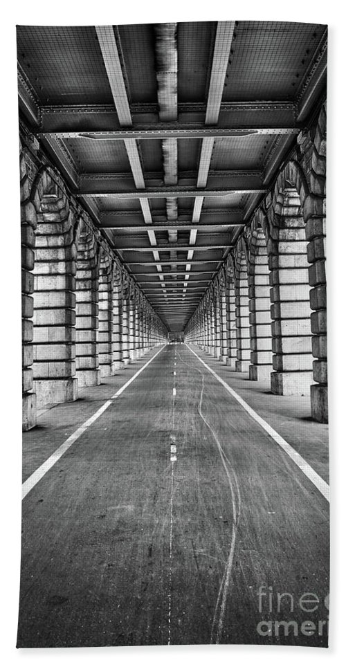 Paris Hand Towel featuring the photograph Vanishing Point by Delphimages Photo Creations