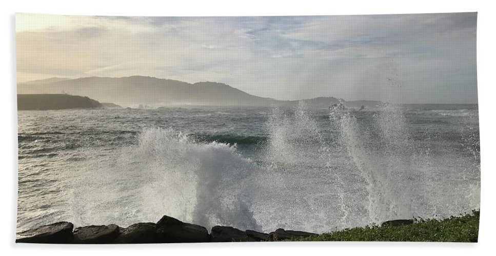 Pacific Ocean Waves White-water Spray Pebble Beach California Wind Sky Clouds Nature Hills Sea Landscape Vistas Bath Towel featuring the photograph Waves And Spray by Terry Huntingdon Tydings