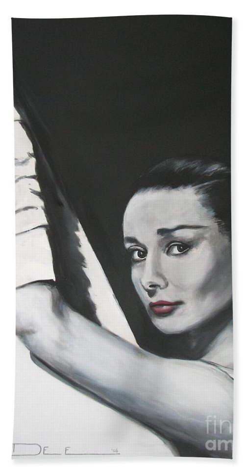 Audrey Hepburn Bath Towel featuring the painting Audrey Hepburn by Eric Dee
