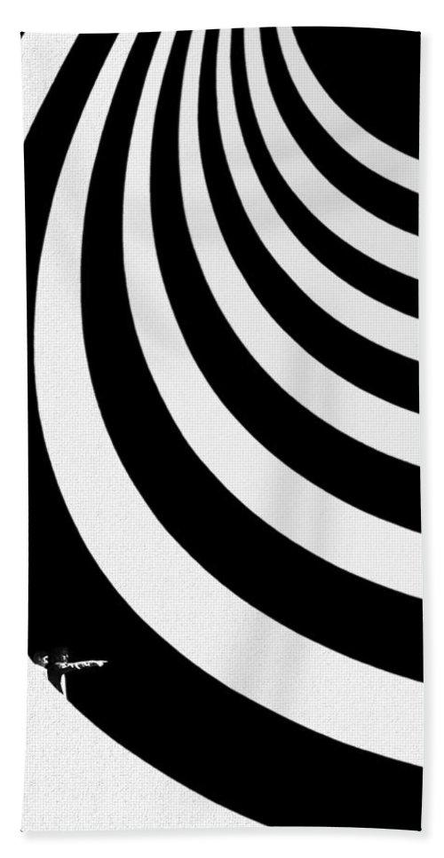 Guggenheim Museum Bath Towel featuring the photograph Guggenheim Plus by Joe Bonita