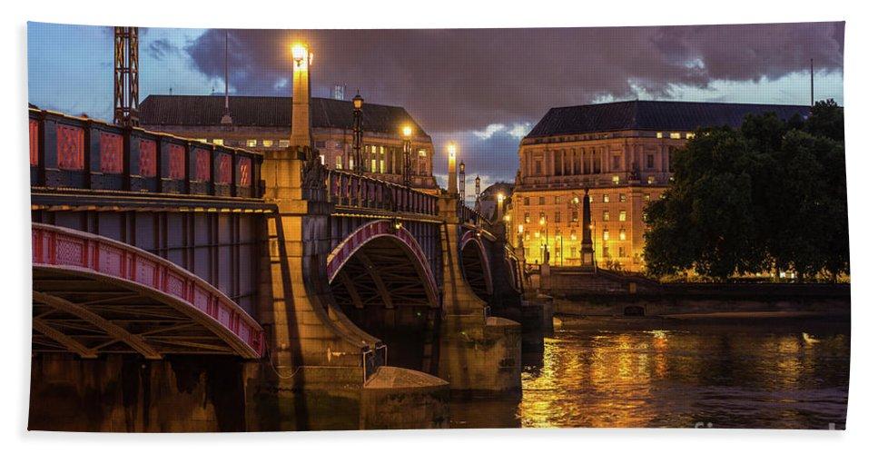 Night Hand Towel featuring the photograph London Night Vauxhall Bridge by Mike Reid