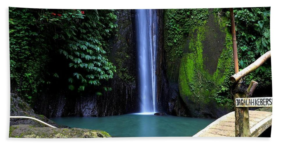 Waterfall Bath Towel featuring the digital art Lonely waterfall by Worldvibes1