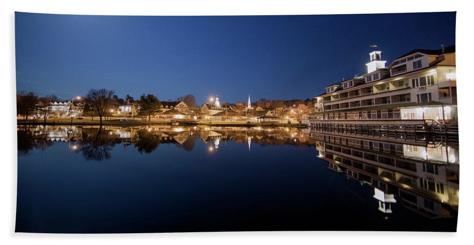 Meredith New Hampshire Bath Towel featuring the photograph Meredith New Hampshire by Trevor Slauenwhite