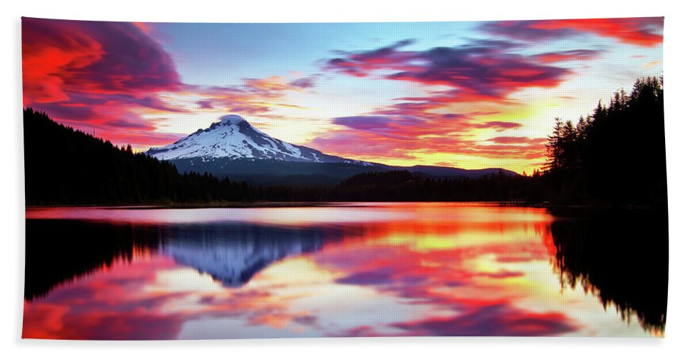 Mount Hood Hand Towel featuring the photograph Sunrise on the Lake by Darren White