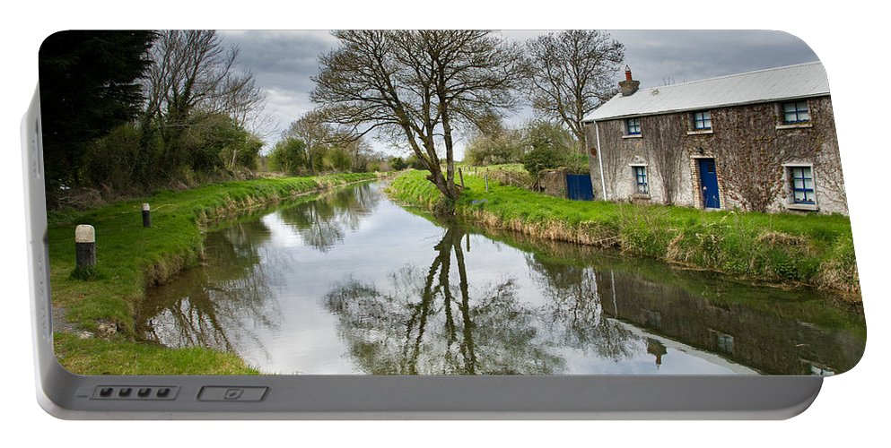 Grand Portable Battery Charger featuring the photograph Grand Canal At Miltown by Ian Middleton