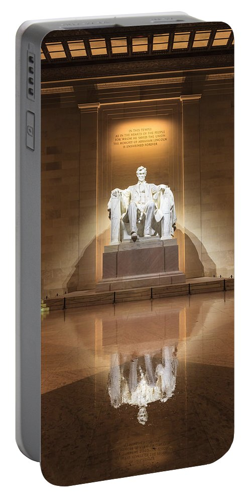 Lincoln Memorial Portable Battery Charger featuring the photograph Washington Dc - Lincoln Memorial by Carol VanDyke