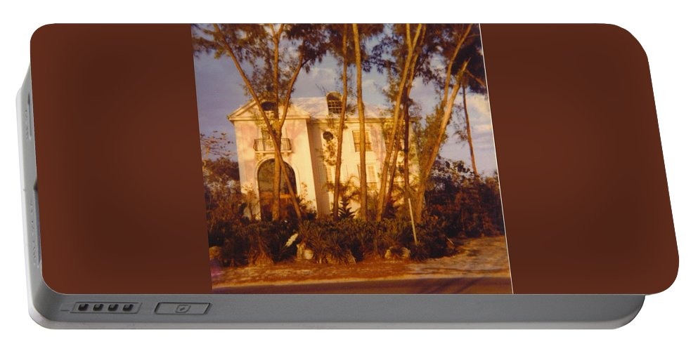 Mansion On Captiva Is. Portable Battery Charger featuring the photograph Mansion Landscape by Robert Floyd