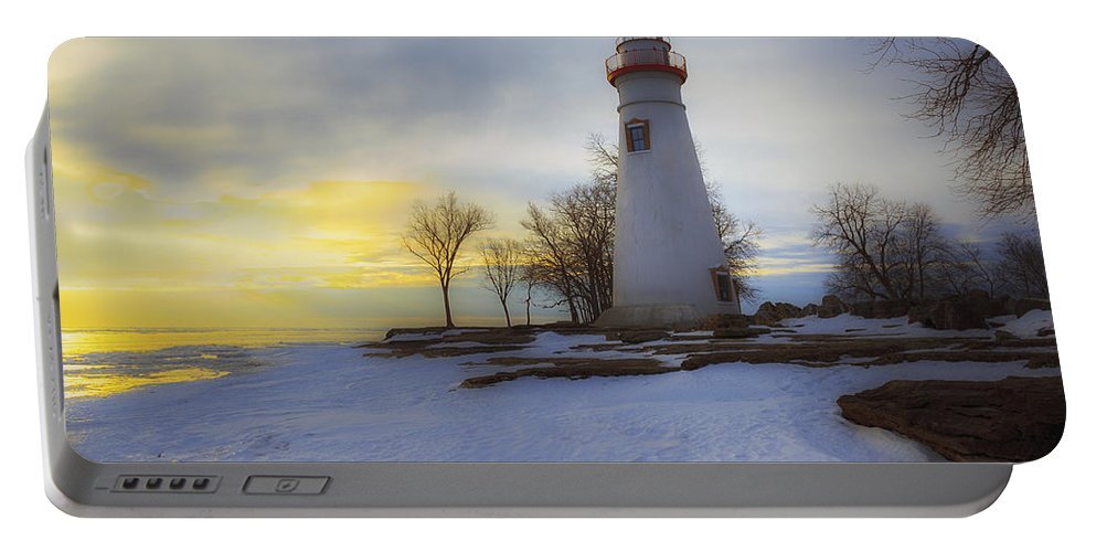 Erie Portable Battery Charger featuring the photograph Marblehead Lighthouse Lake Erie by Jack R Perry