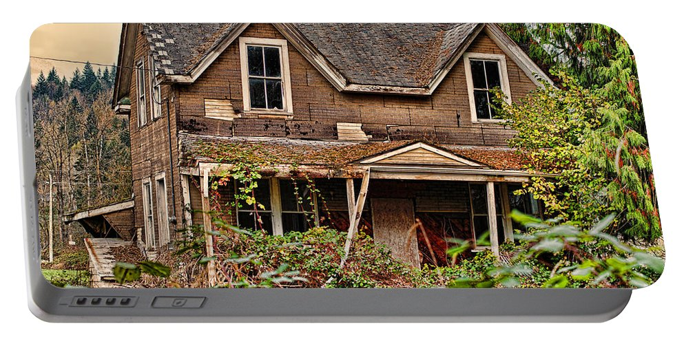 Houses Portable Battery Charger featuring the photograph Old Abandon House by Randy Harris