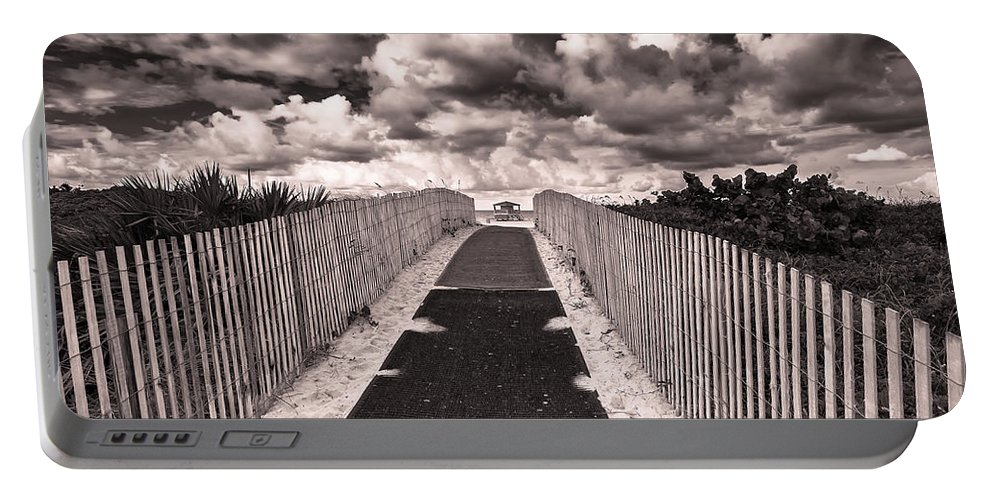 Architecture Portable Battery Charger featuring the photograph Miami Beach by Raul Rodriguez