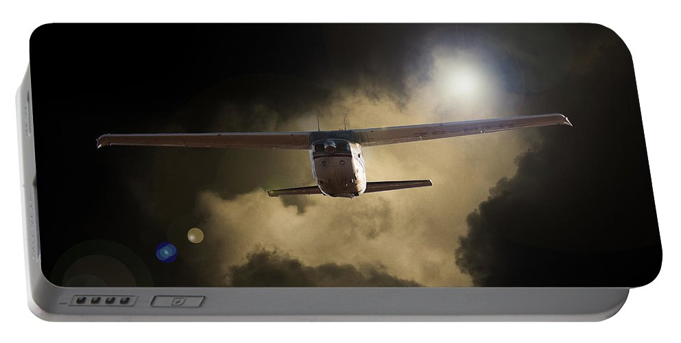Cessna 172 Skyhawk Portable Battery Charger featuring the photograph 172 by Paul Job