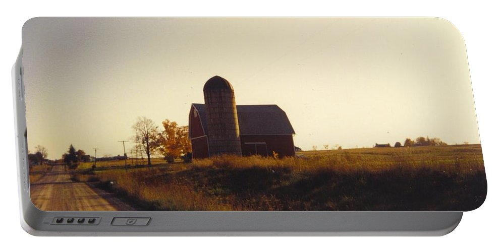 Lone Barn In Lapeer Portable Battery Charger featuring the photograph Barn by Robert Floyd
