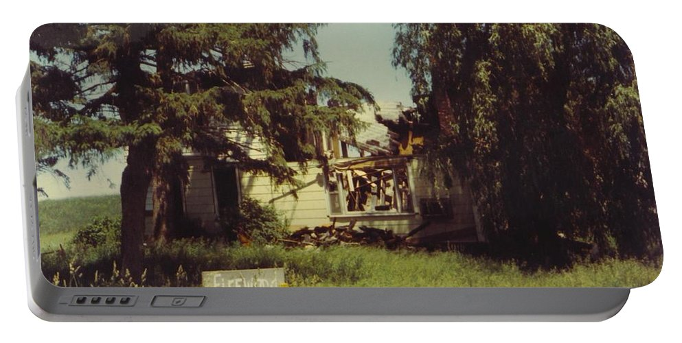 Michigan Burnt Out Farmhouse Landscape Portable Battery Charger featuring the photograph Farmhouse Landscape by Robert Floyd