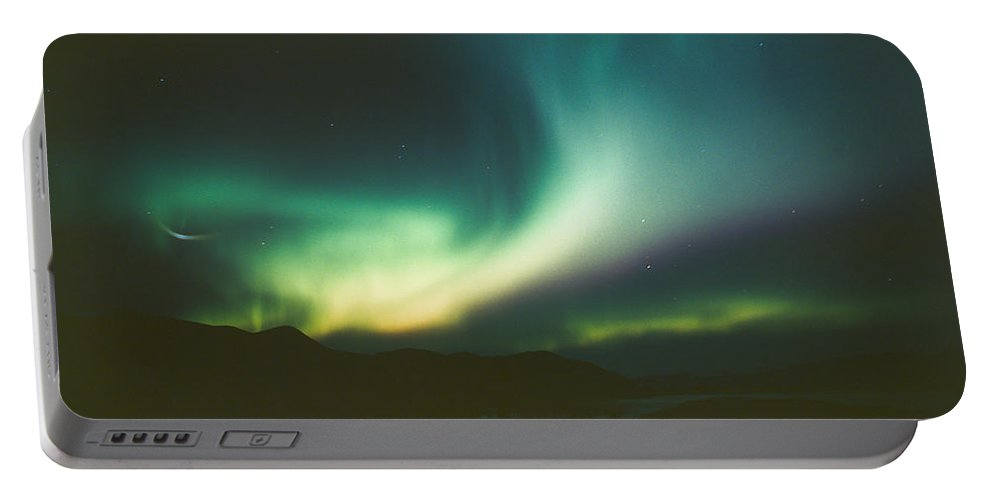 Canada Portable Battery Charger featuring the photograph Northern Lights Over Bove Island by Tracy Knauer