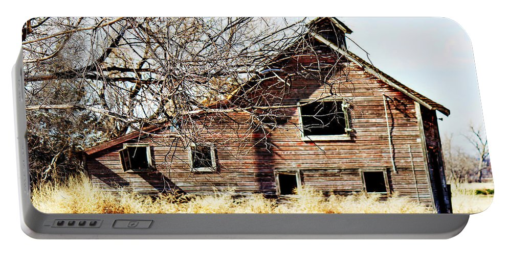 Old Barn Portable Battery Charger featuring the photograph Petite Barn by Sylvia Thornton