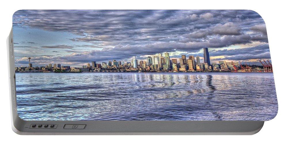 Beach Portable Battery Charger featuring the photograph Seattle Skyline Cityscape by SC Heffner