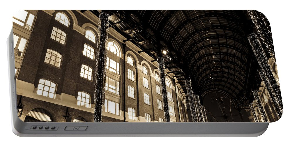 Hays Portable Battery Charger featuring the photograph Hays Galleria London by David Pyatt