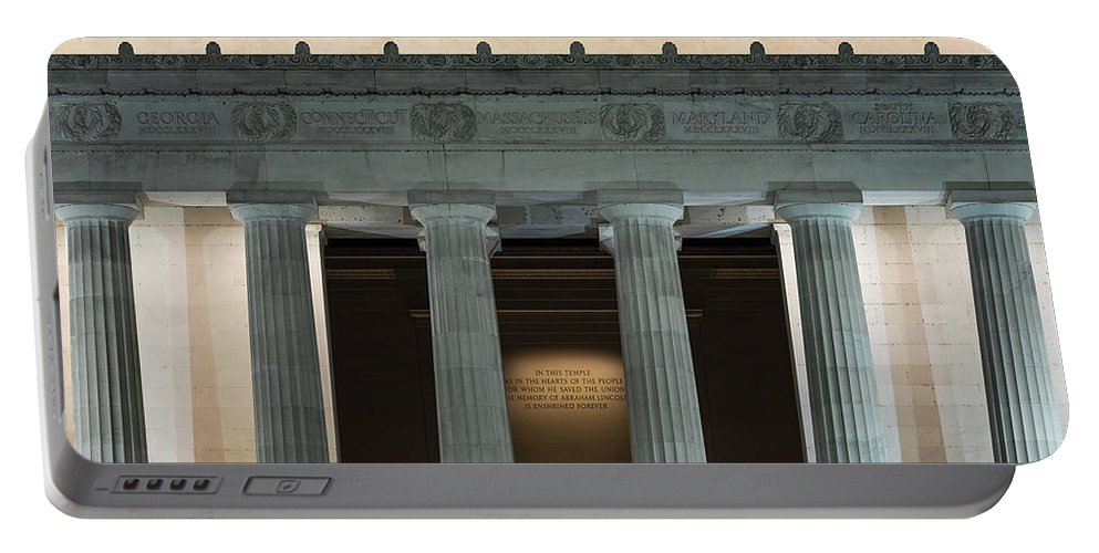 Abe Lincoln Portable Battery Charger featuring the photograph Lincoln Memorial by John Greim