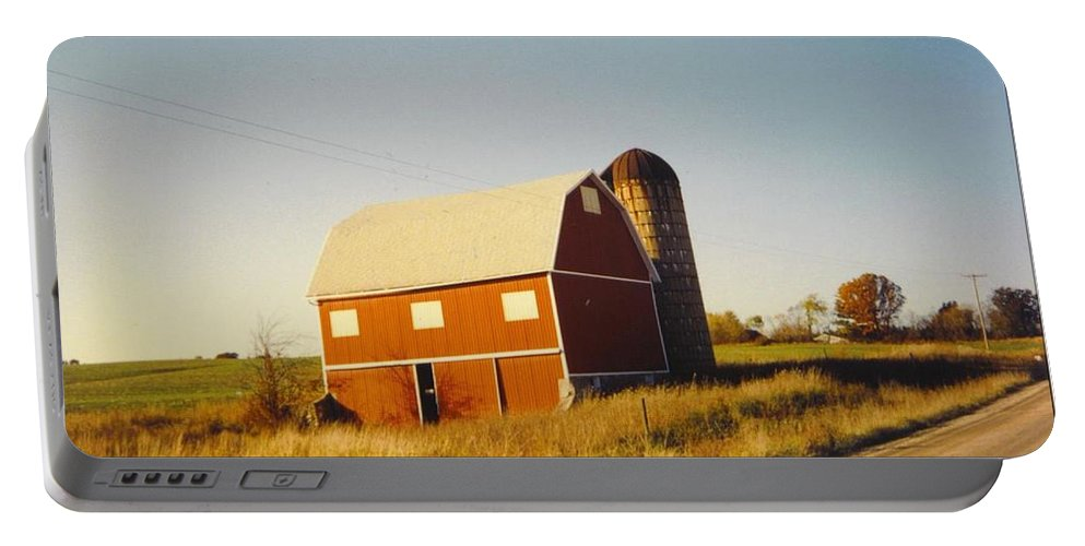 Barn Just North Of Where I Lived In Lapeer Portable Battery Charger featuring the photograph Michigan Barn by Robert Floyd