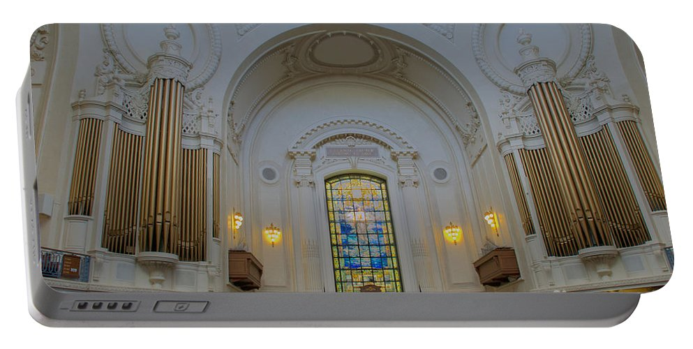 Academy Portable Battery Charger featuring the photograph Naval Academy Chapel by Mark Dodd
