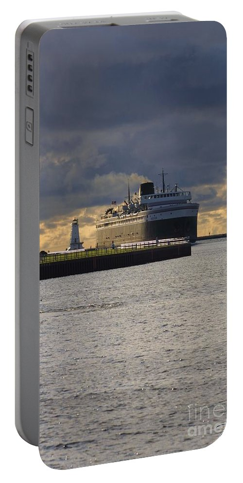 Badger Portable Battery Charger featuring the photograph Ss Badger by Bill Richards
